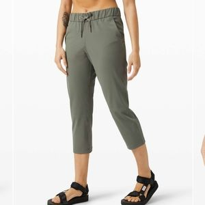 NWT Lululemon On the Fly Crop